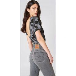 T-shirty damskie: NA-KD Trend T-shirt moro z dekoltem na plecach – Multicolor