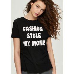 Bawełniany t-shirt z nadrukiem - Czarny. Czerwone t-shirty damskie marki Sinsay, l, z nadrukiem. Za 9,99 zł.