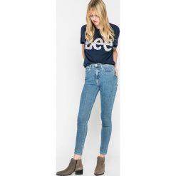 Wrangler - Jeansy Stonewash. Szare jeansy damskie Wrangler, z podwyższonym stanem. W wyprzedaży za 169,90 zł.