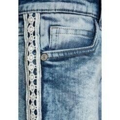 Jeansy dziewczęce: Cars Jeans KIDS LACE  Szorty jeansowe stone blue denim