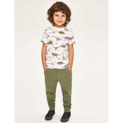 Spodnie dresowe - Khaki. Brązowe chinosy chłopięce Reserved, z dresówki. W wyprzedaży za 29,99 zł.