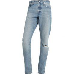 Calvin Klein Jeans 026 SLIM Jeansy Slim Fit light blue denim. Niebieskie jeansy męskie relaxed fit Calvin Klein Jeans. Za 589,00 zł.