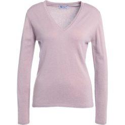 Johnstons Cashmere Sweter powder. Brązowe swetry klasyczne damskie Johnstons Cashmere, xs, z kaszmiru. W wyprzedaży za 881,30 zł.