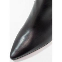 Brenda Zaro BENETTBO Ankle boot black/duala black. Czarne botki damskie skórzane Brenda Zaro. Za 579,00 zł.