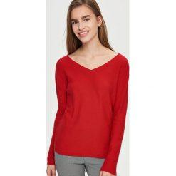 Swetry klasyczne damskie: Sweter z wiązaniem po bokach – Czerwony