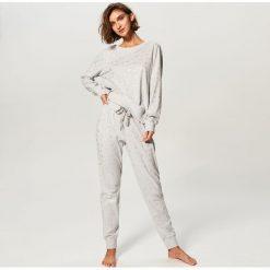 Piżama ze spodniami - Jasny szar. Czarne piżamy damskie marki Reserved, l. Za 109,99 zł.