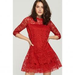 Koronkowa sukienka - Czerwony. Czerwone sukienki koronkowe marki Sinsay, l. Za 79,99 zł.
