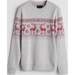 Bluza ze świątecznym motywem - Jasny szar. Fioletowe bluzy męskie marki Reserved, l, z kapturem. Za 99,99 zł.