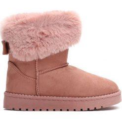 Różowe Śniegowce Winter Fun. Czerwone kozaki dziewczęce marki Born2be, z materiału, z okrągłym noskiem, na platformie. Za 49,99 zł.