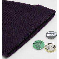 Marc Jacobs Czapka purple. Fioletowe czapki zimowe męskie Marc Jacobs, z materiału. W wyprzedaży za 427,05 zł.