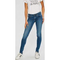 Tommy Jeans - Jeansy Sophie. Niebieskie jeansy damskie marki Tommy Jeans, z bawełny, z obniżonym stanem. Za 549,90 zł.