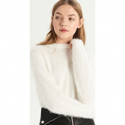 Puszysty sweter - Kremowy. Czerwone swetry klasyczne damskie marki Sinsay, l, z nadrukiem. Za 59,99 zł.