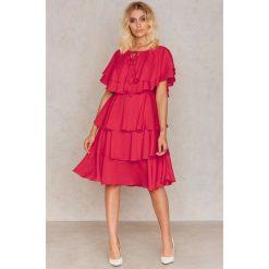 Sukienki hiszpanki: Glamorous Sukienka Frill – Red