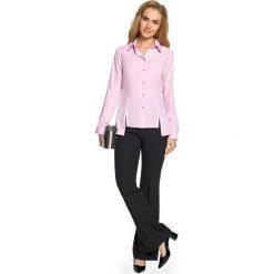 BUENA Koszula z cięciami z przodu - różowa. Czerwone koszule wiązane damskie Stylove, z tkaniny, klasyczne, z klasycznym kołnierzykiem. Za 109,00 zł.