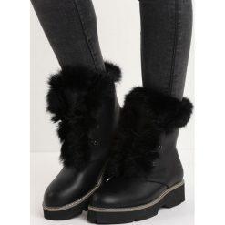 Czarne Traperki Respectfully. Czarne buty zimowe damskie Born2be, z okrągłym noskiem, na płaskiej podeszwie. Za 99,99 zł.
