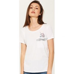 T-shirt z jednorożcem - Biały. Niebieskie t-shirty damskie marki House, m. W wyprzedaży za 15,99 zł.