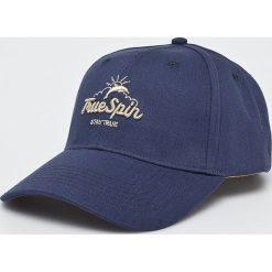 True Spin - Czapka Dolphins. Szare czapki z daszkiem damskie True Spin, z bawełny. W wyprzedaży za 49,90 zł.