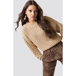 Trendyol Sweter z okrągłym dekoltem - Brown. Zielone swetry klasyczne damskie marki Emilie Briting x NA-KD, l. Za 100,95 zł.