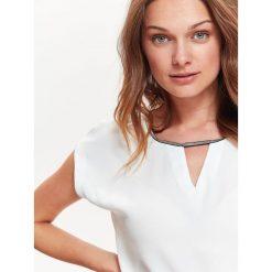 Bluzki damskie: BLUZKA Z BŁYSZCZĄCĄ APLIKAJCĄ