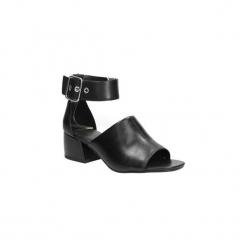 Sandały skórzane na słupku Vagabond Saide 4335-101. Czarne sandały damskie na słupku marki Vagabond, z materiału, z okrągłym noskiem. Za 299,99 zł.