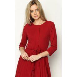 Bordowa Sukienka Pleated Belted. Czerwone sukienki marki Born2be, s, midi. Za 99,99 zł.