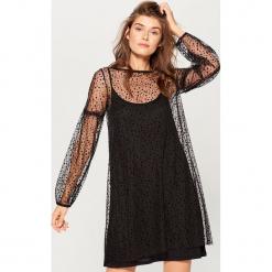 Tiulowa sukienka mini - Czarny. Sukienki małe czarne marki numoco, l, z długim rękawem, oversize. Za 119,99 zł.