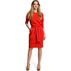 Czerwona Sukienka z Wiązanym Paskiem w Sportowym Stylu. Czerwone sukienki balowe marki Molly.pl, l, oversize. Za 144,90 zł.