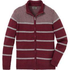 Sweter rozpinany w paski Regular Fit bonprix czerwony rubinowy - szary. Czerwone kardigany męskie marki bonprix, l, w paski, ze stójką. Za 109,99 zł.