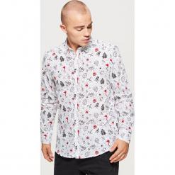 Koszula z motywem świątecznym - Biały. Białe koszule męskie na spinki Cropp, l. Za 69,99 zł.