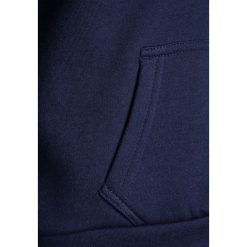 Bench SCRIPT HOODY Bluza z kapturem maritime blue. Niebieskie bluzy dziewczęce rozpinane marki Bench, z bawełny, z kapturem. W wyprzedaży za 170,10 zł.