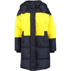 Svea KOLINKA Płaszcz zimowy navy/yellow. Czerwone płaszcze damskie zimowe marki Cropp, l. W wyprzedaży za 695,40 zł.