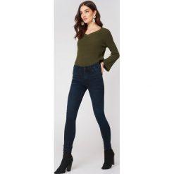 Spodnie damskie: MANGO Rurki Soho – Blue