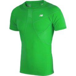 Koszulka kompresyjna - MT710135FN. Zielone koszulki do piłki nożnej męskie New Balance, na jesień, m, z materiału. W wyprzedaży za 129,99 zł.