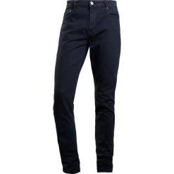 Current/Elliott SKINNY FIT Jeansy Slim Fit jet black. Czarne jeansy męskie regular Current/Elliott, z bawełny. W wyprzedaży za 471,60 zł.