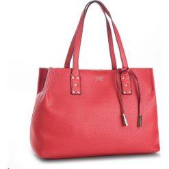 Torebka GUESS - HWVG71 14240 RED. Czerwone torebki klasyczne damskie Guess, z aplikacjami, ze skóry ekologicznej, duże. Za 649,00 zł.