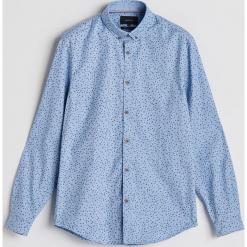 Bawełniana koszula z drobnym wzorem - Niebieski. Niebieskie koszule męskie Reserved, l, z bawełny. Za 99,99 zł.