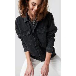 NA-KD Kurtka jeansowa z dużymi kieszeniami - Black. Czarne bomberki damskie NA-KD Trend, z jeansu. Za 283,95 zł.