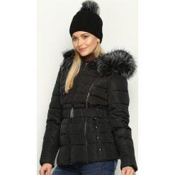 Czarna Kurtka Double Lines. Czarne kurtki damskie pikowane marki Born2be, na zimę, l, z kapturem. Za 179,99 zł.
