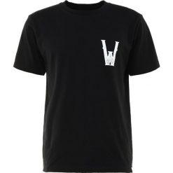 White Mountaineering Tshirt z nadrukiem black. Czarne koszulki polo marki White Mountaineering, m, z nadrukiem, z bawełny. W wyprzedaży za 363,30 zł.