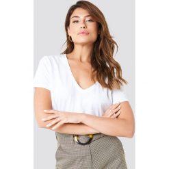 NA-KD Basic Krótki T-shirt z dekoltem V - White. Różowe t-shirty damskie marki NA-KD Basic, z bawełny. Za 40,95 zł.