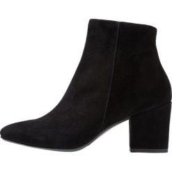 CTWLK DELTA Ankle boot black. Czarne botki damskie na zamek CTWLK, z materiału. Za 589,00 zł.