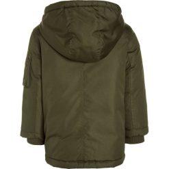Polo Ralph Lauren MILITARY OUTERWEAR Płaszcz puchowy fall olive. Brązowe kurtki chłopięce marki Polo Ralph Lauren, z materiału. W wyprzedaży za 623,35 zł.