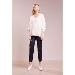 Swetry klasyczne damskie: CLOSED Sweter offwhite