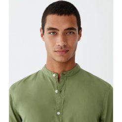 Koszula basic ze stójką. Brązowe koszule męskie na spinki Pull&Bear, m, ze stójką. Za 48,90 zł.