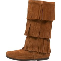 Minnetonka Kowbojki i Buty motocyklowe brown. Brązowe buty zimowe damskie Minnetonka, z materiału. Za 689,00 zł.