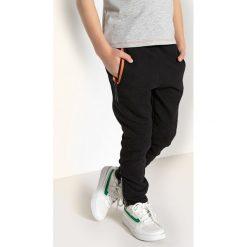 Spodnie jogpant ze wzmacnianymi kolanami 3-12 lat. Czarne spodnie chłopięce La Redoute Collections, z bawełny. Za 88,16 zł.