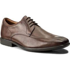 Półbuty CLARKS - Gosworth Over 26109940 Walnut Leather. Brązowe półbuty skórzane męskie marki Clarks. W wyprzedaży za 229,00 zł.