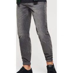 Jeansy COMFORT - Szary. Szare jeansy męskie marki Cropp. Za 119,99 zł.