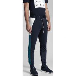 c2f5c29f0 Spodnie męskie 4f - Zniżki do 60%! - Kolekcja lato 2019 - myBaze.com
