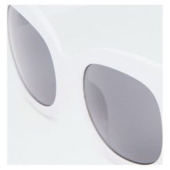 Białe kwadratowe okulary przeciwsłoneczne. Białe okulary przeciwsłoneczne damskie aviatory Pull&Bear. Za 49,90 zł.